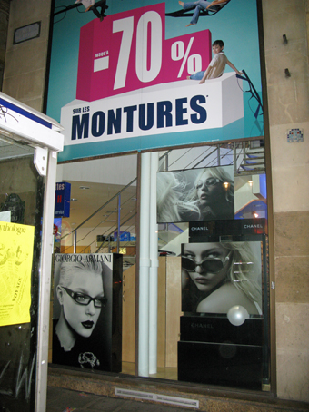 Lunettes Chanel en solde rue de Rivoli Paris