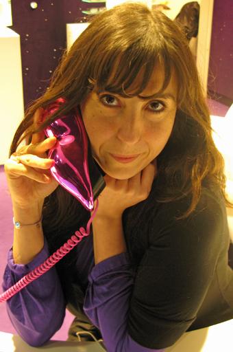 Sandrine et son Telephone rose au Plus Belles Lunettes du Monde