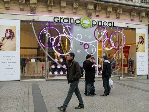 01_Vitrine du Grand Optical Champs Elysees noel 2008